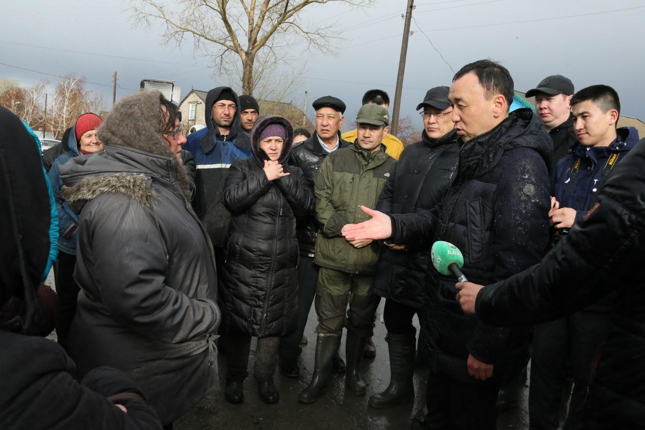 Аким Костанайской области встретился с пострадавшими от паводков