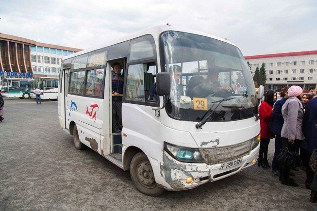 Вот такой небольшой китайский микроавтобус представили акиму ВКО