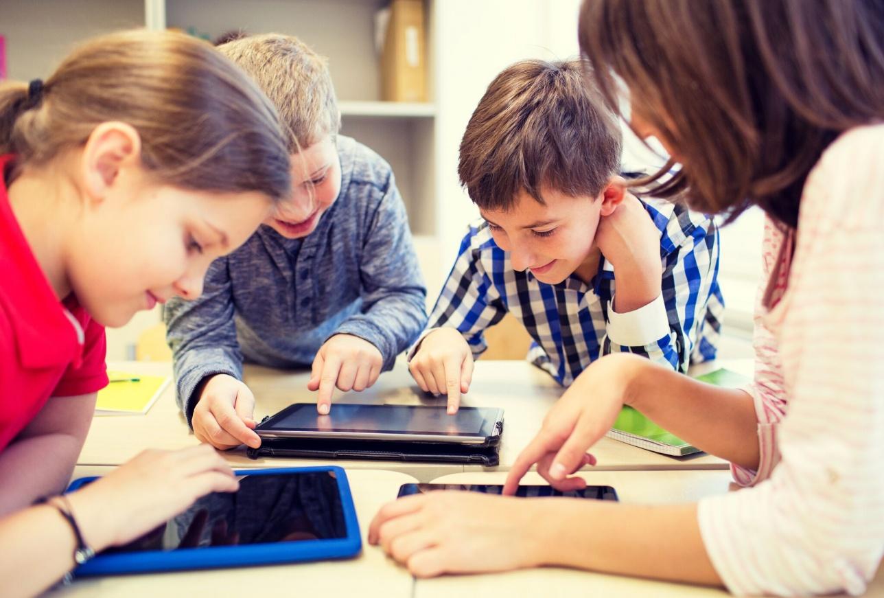 В современном образовании гаджеты помогают детям учиться