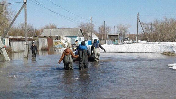 Вода всё ещё не ушла с улиц посёлка Жамбыл