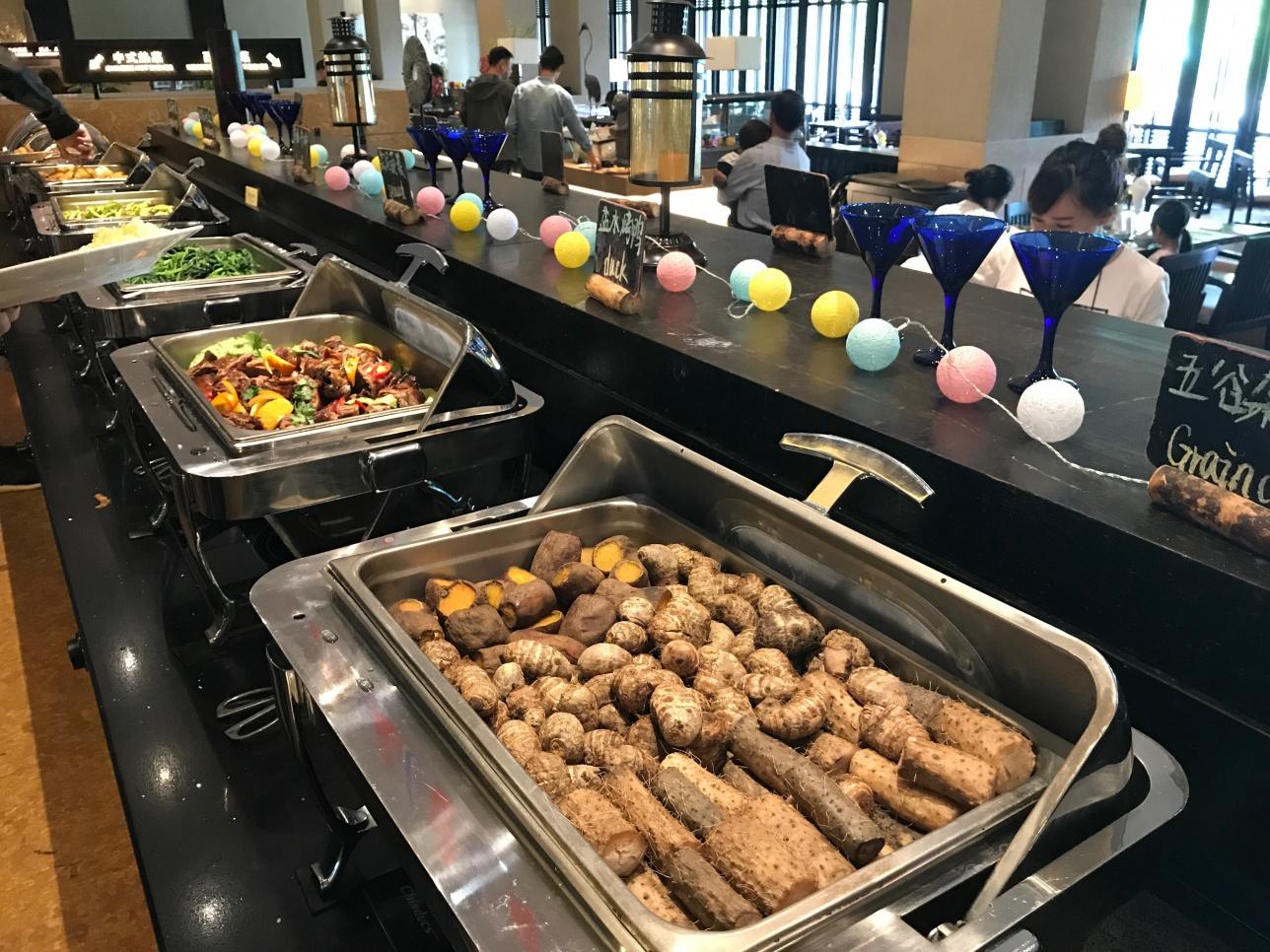 Шведский стол в одном из дорогих ресторанов Китая