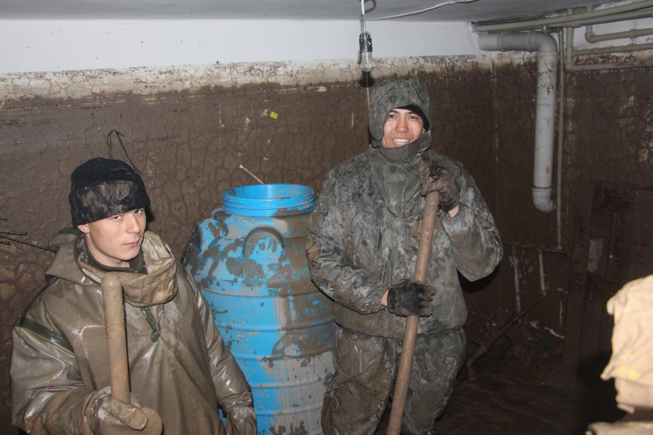 Уровень воды в подвале доходил почти до потолка