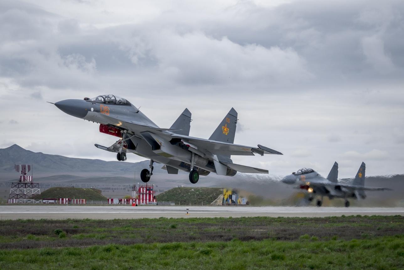 Парный взлёт Су-30 СМ