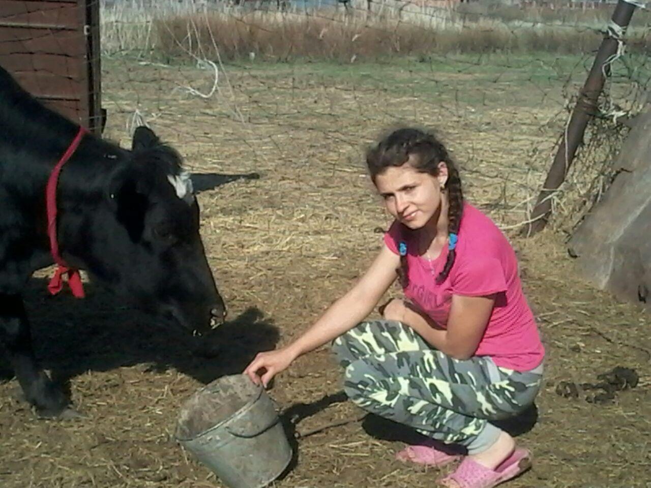 Депутат подарил семье корову и трёх овец
