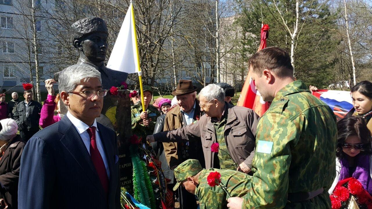 В церемонии открытия приняли участие казахстанцы и россияне