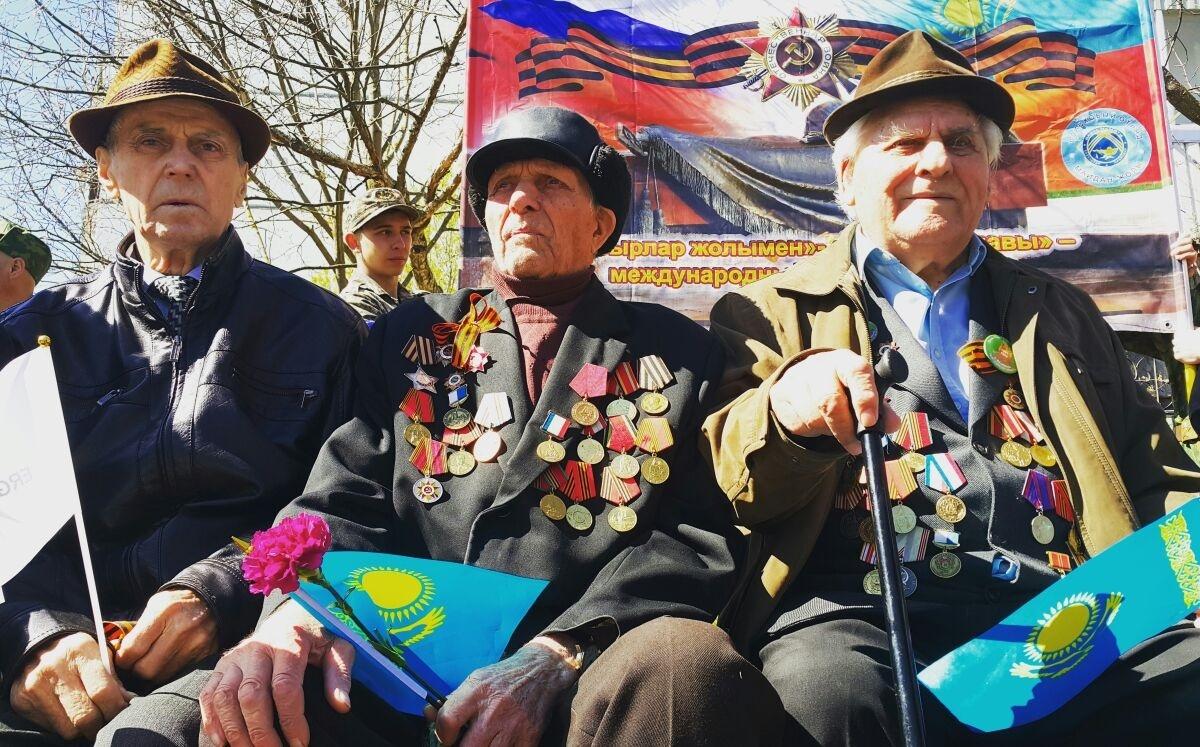На открытие памятника пришли ветераны города