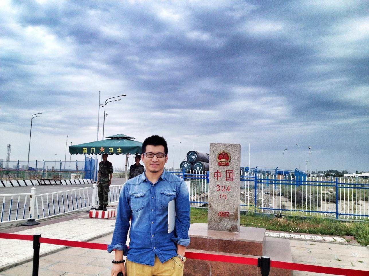 Қазақстан мен қытайдың қорғас өткеліндегі 324 нөмірлі шекара қазағы