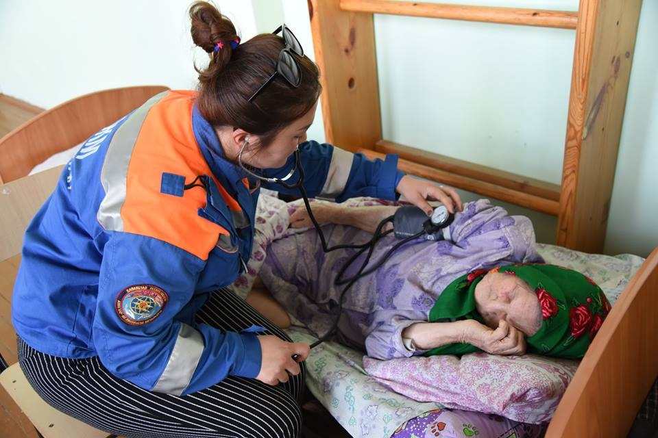 В эвакопунктах работают специалисты Центра медицины катастроф