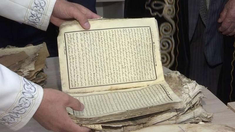 В мечети смогли прочитать названия нескольких книг и определить, где они были выпущены
