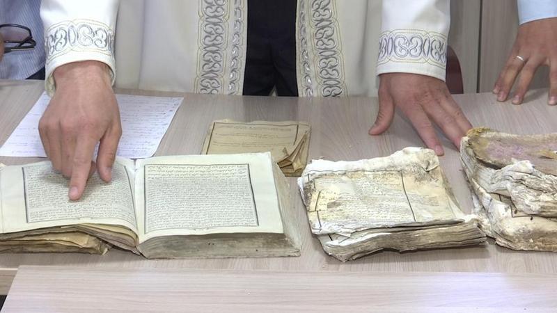 Семь старинных книг нашли школьники в горах