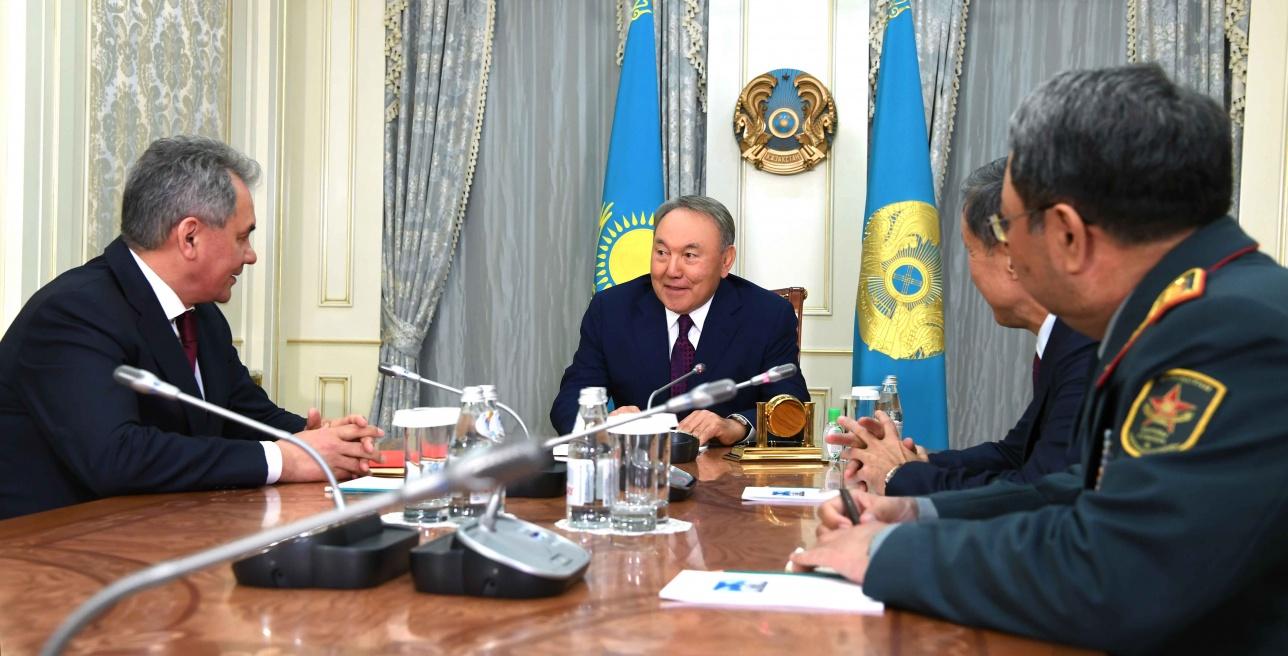 Назарбаев встретился с министром обороны РФ