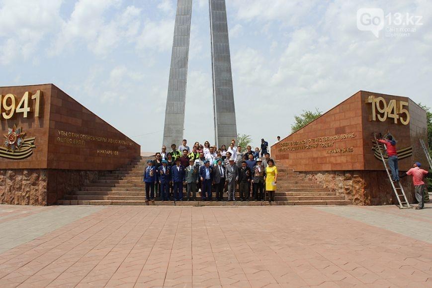 Во время демонтажа ленты к монументу пришли ветераны ВОВ