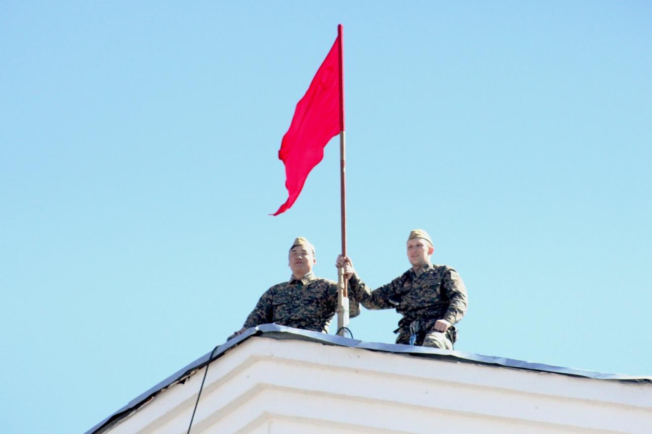 Кантария и Егоров водрузили красное Знамя 1 мая 1945 года