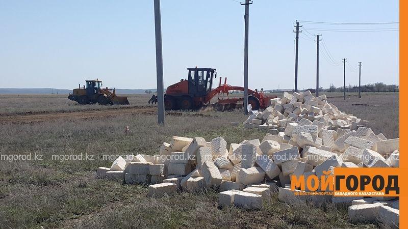 На земельные участки начали привозить стройматериалы