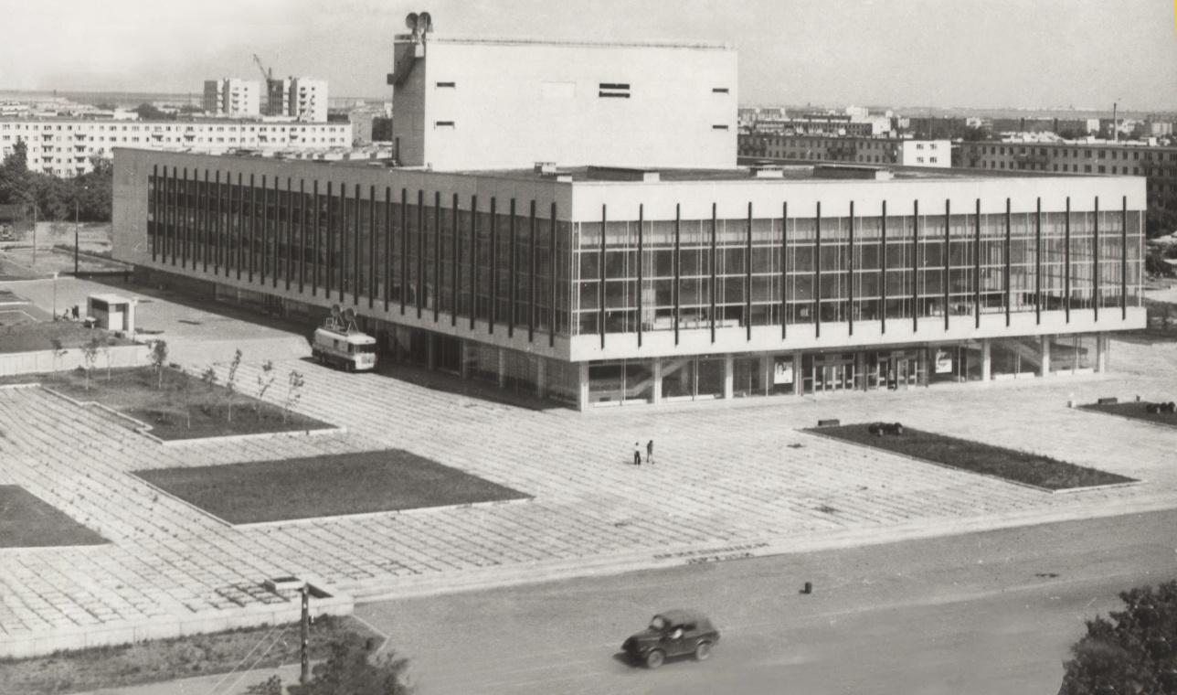 """Здание """"Двороца молодёжи"""" (1976 г.)"""
