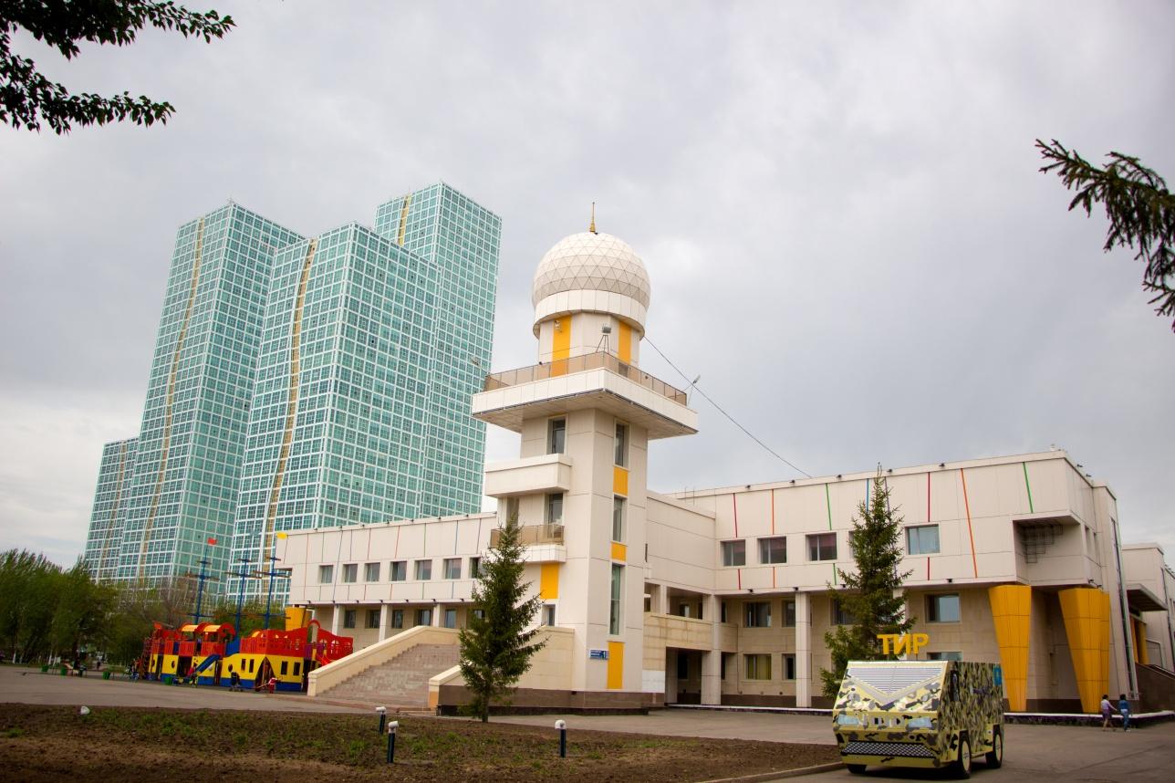 Здание Дворца школьников (проект В.Ф. Тоскина, бывш. здание Дворца пионеров.)