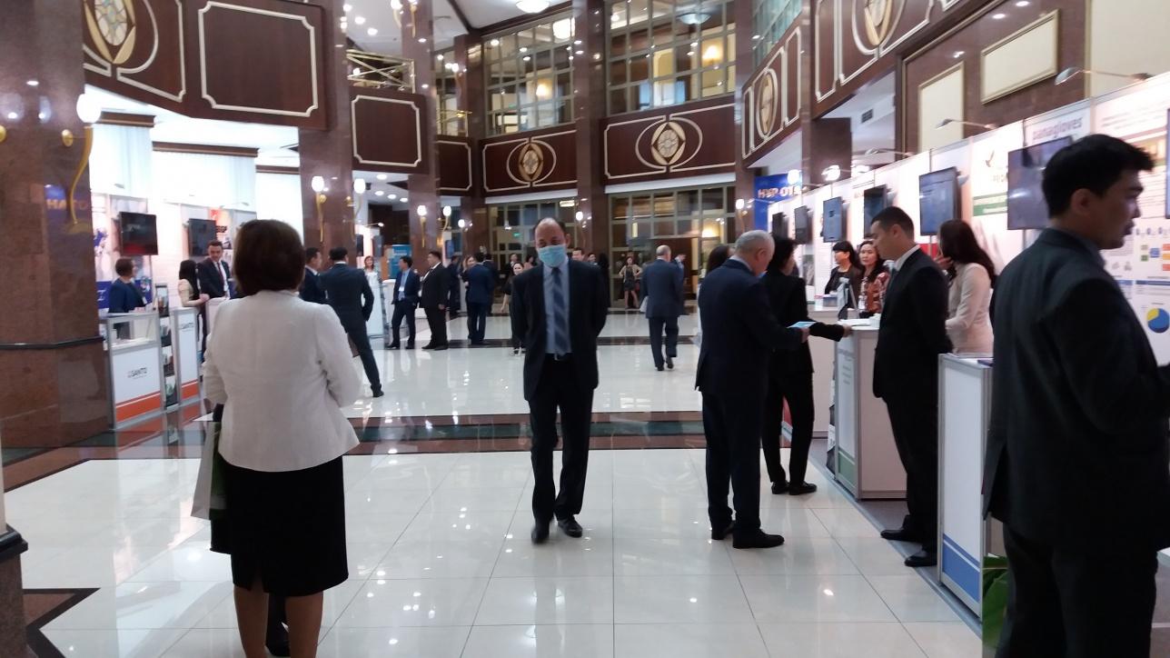 Выставка казахстанских медикаментов в здании Мажилиса Парламента