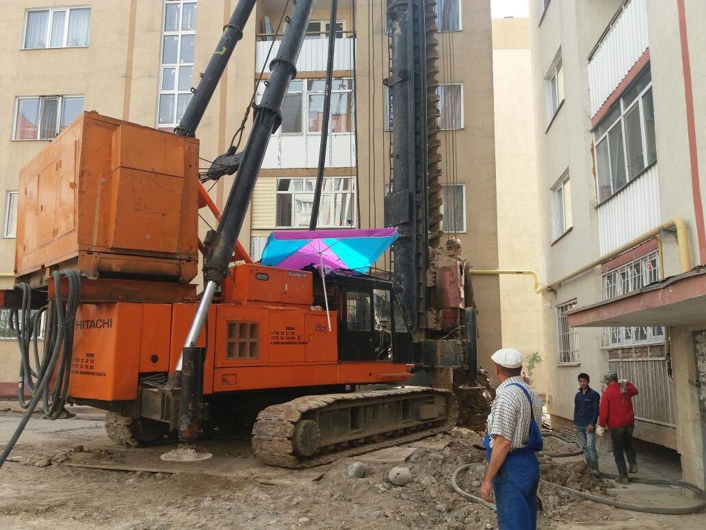 """16 мая 2017 года, возле дома в """"Алгабасе"""" идёт ремонт"""