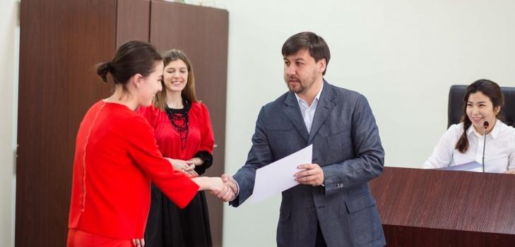 Награждение переводчиков сертификатами