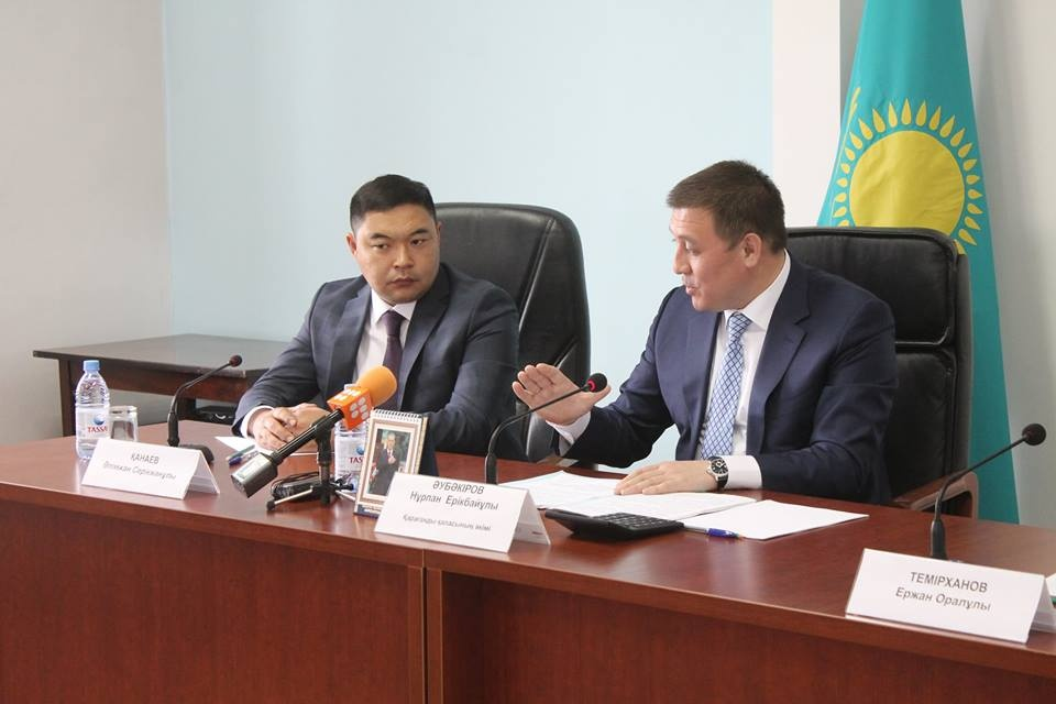 Алимжан Канаев (слева)