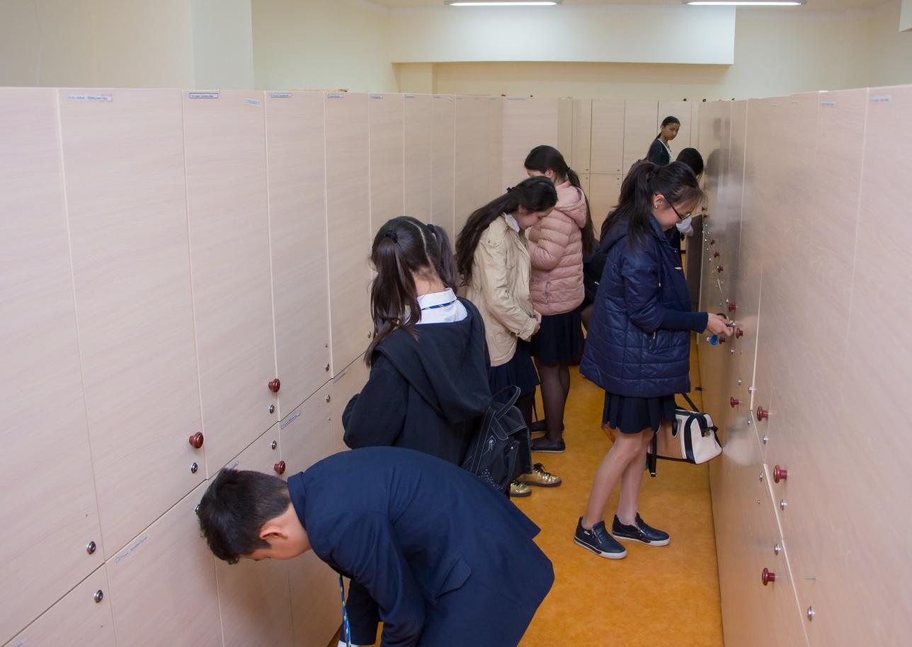 В школе-лицее на деньги родителей куплены индивидуальные шкафчики для каждого ученика