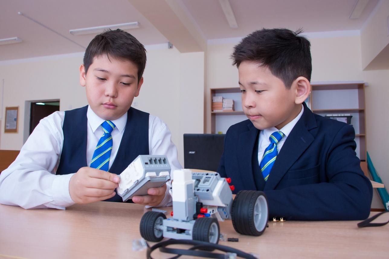 Класс робототехники в школе-лицее № 82 подарен спонсорами