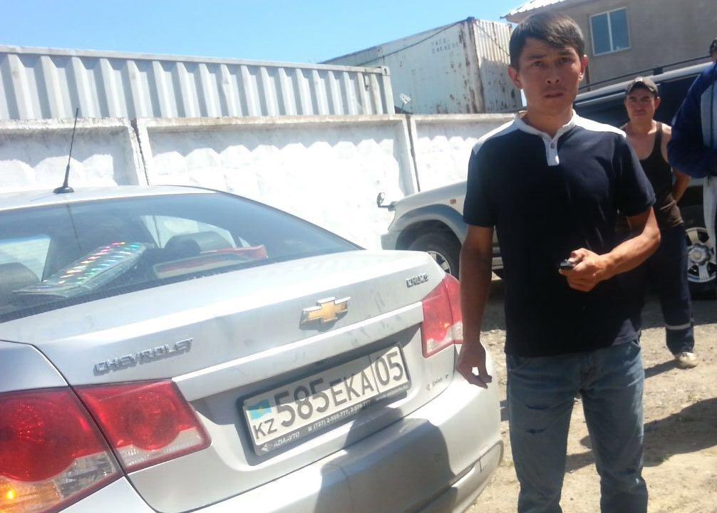 Водитель бригады отлова Илья Камазаев
