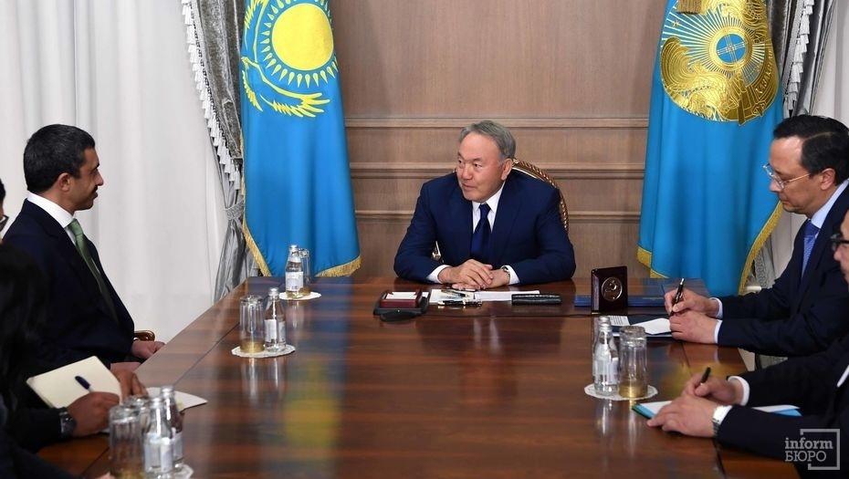 Нурсултан Назарбаев с министром иностранных дел ОАЭ