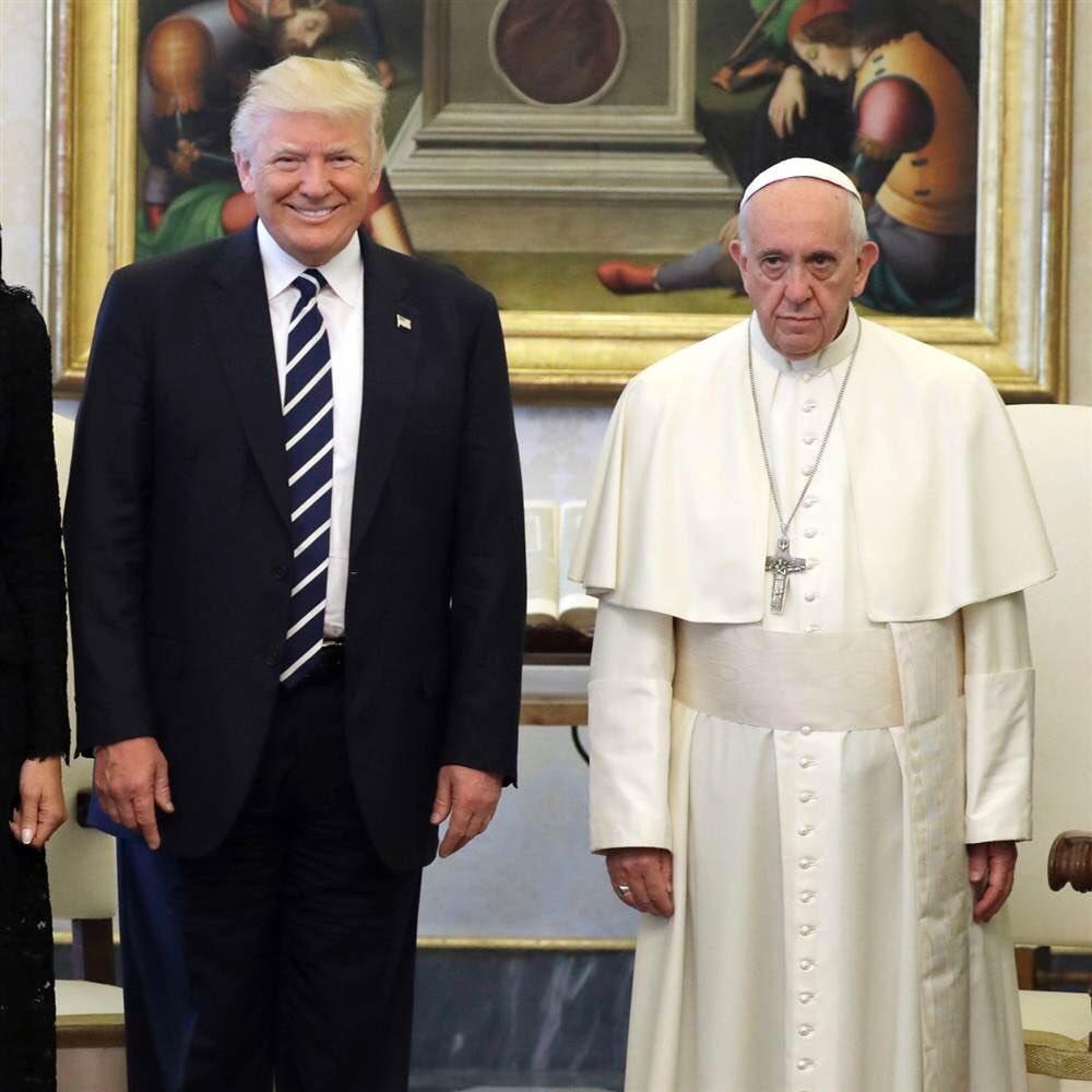 Папа Римский выглядел хмуро, чего не скажешь о Трампе
