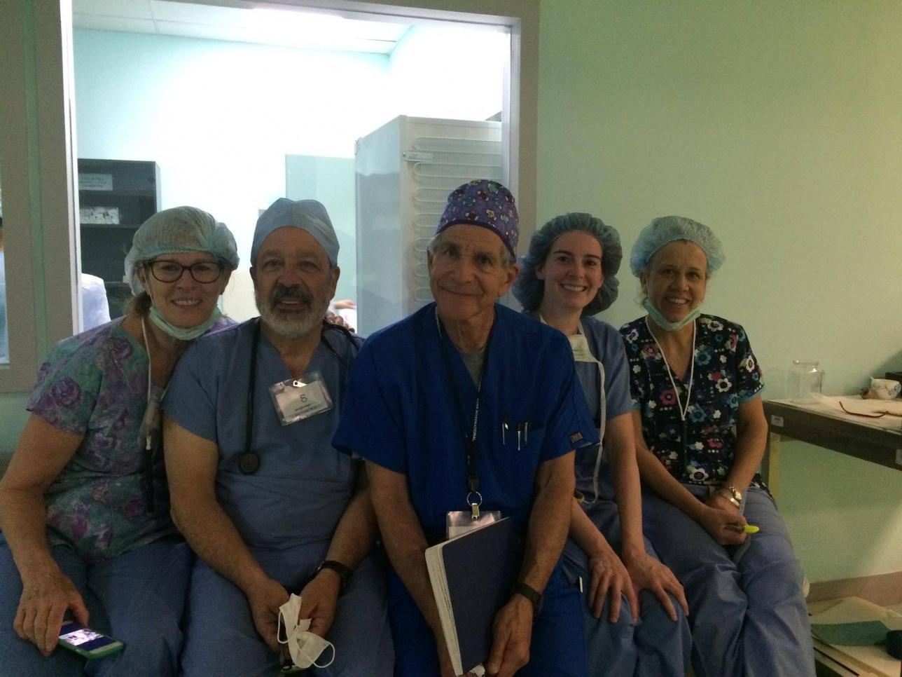 Команда волонтёров-медиков из США