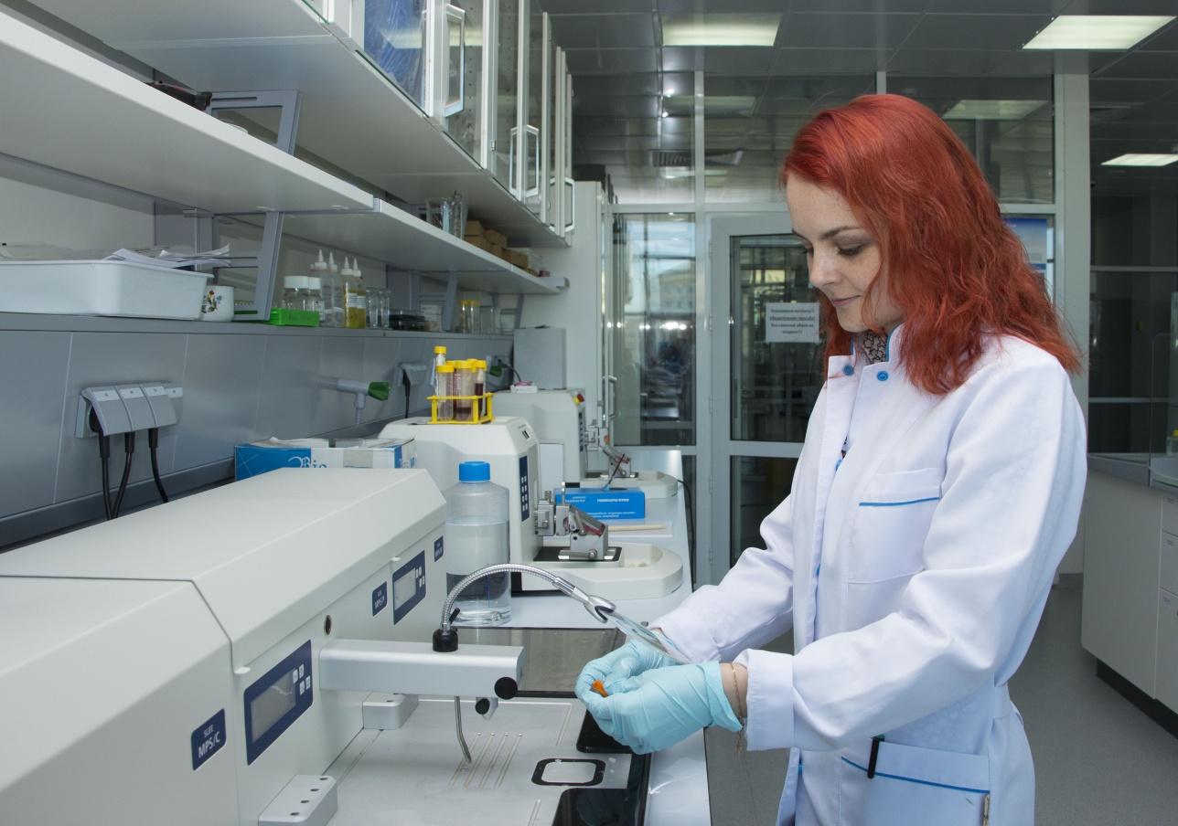 Сотрудница лаборатории Национального центра биотехнологий