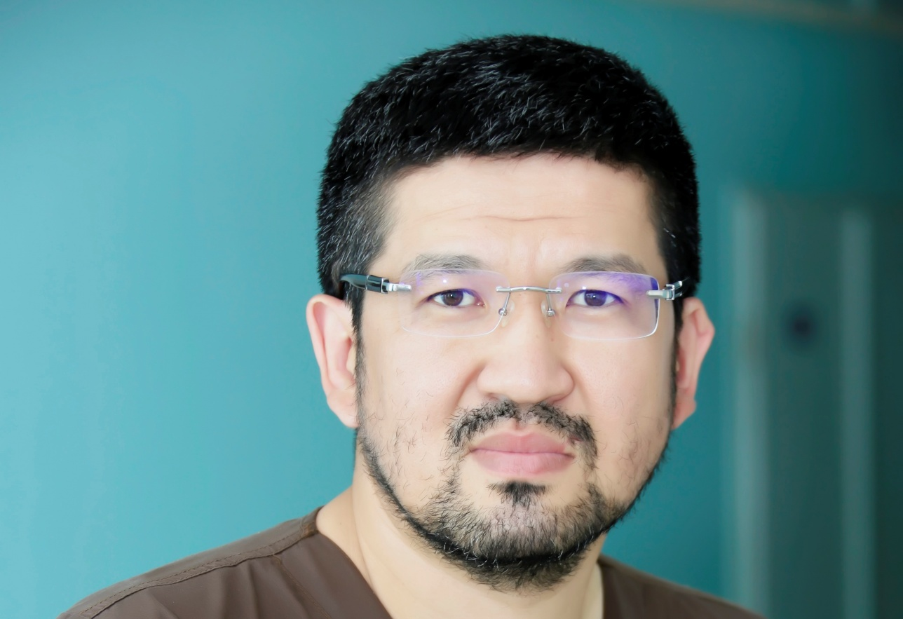 Ерик Раймагамбетов - заведующий отдалением артроскопии и спортивной травмы