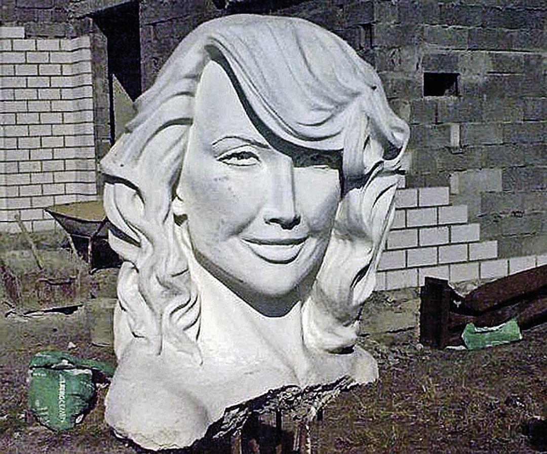 Скульптура Жанны Фриске Гамала Сагиденова