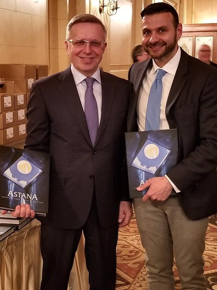 Фрэнк Альбо и посол Казахстана в Канаде Константин Жигалов
