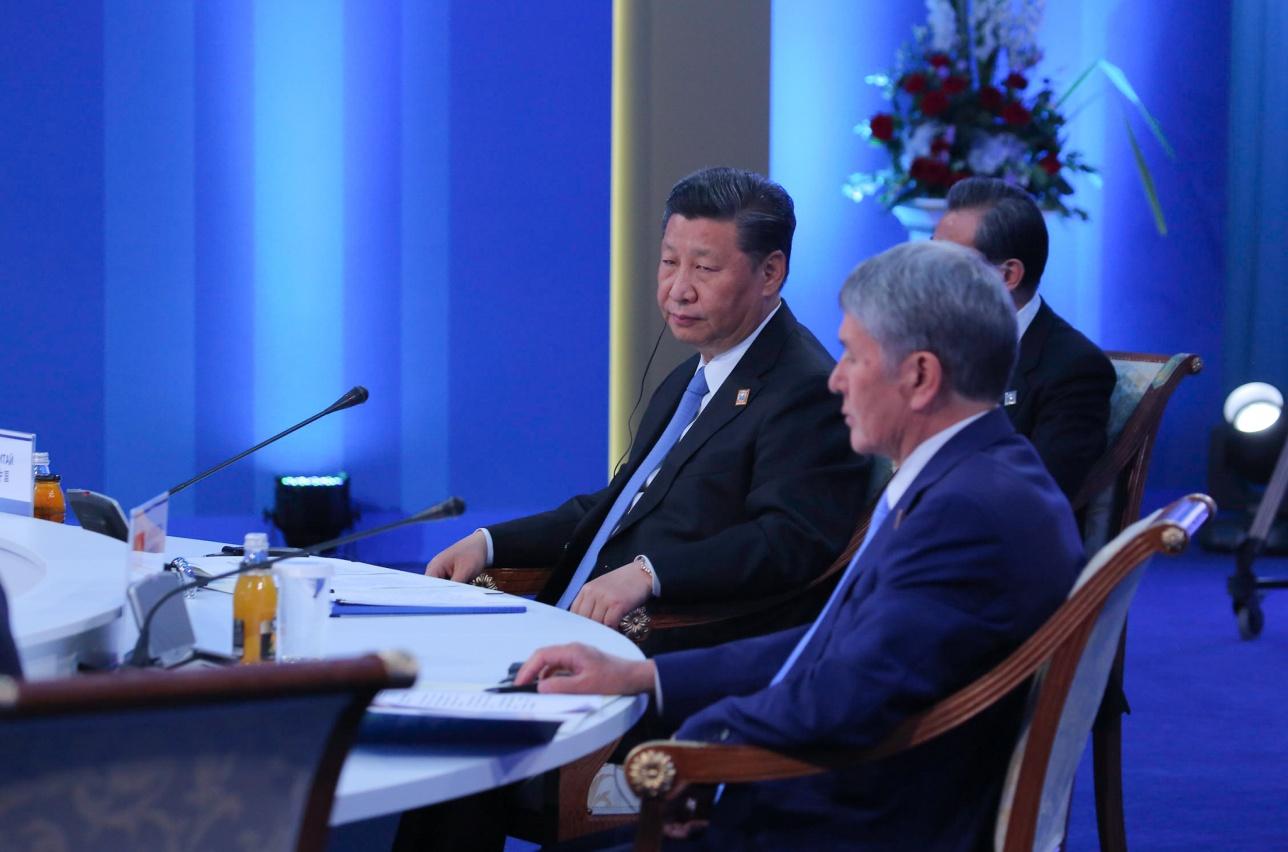 Председатель КНР Си Цзиньпин и Президент Кыргызстана Алмазбек Атамбаев