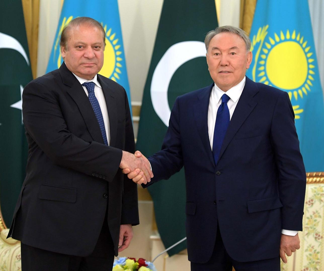 Встреча президента Казахстана и премьер-министра Пакистана