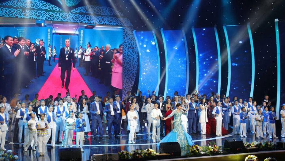 Роза Рымбаева и другие звёзды казахстанской эстрады выступили на концерте в Астане