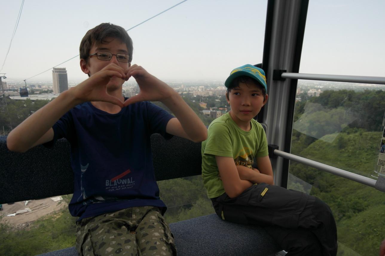 Михаил (слева) и Элиас (справа)