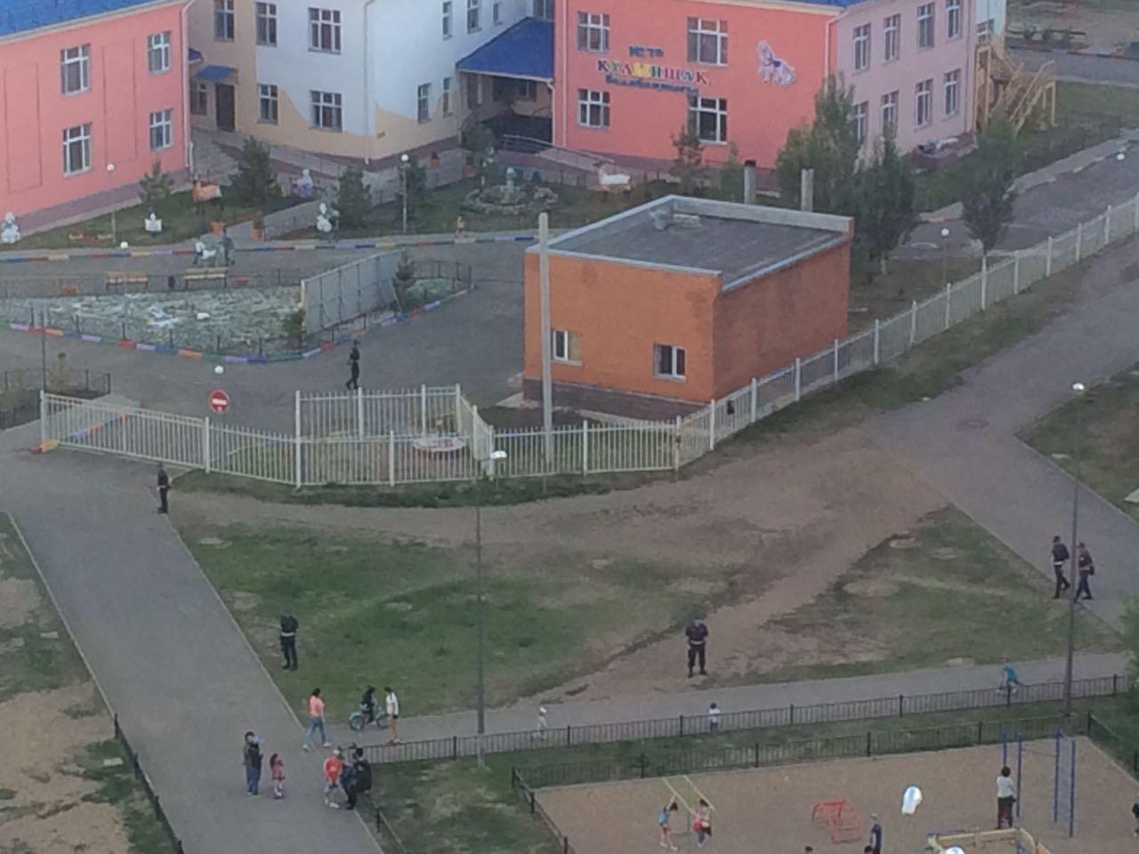 Территорию садика оцепили полицейские