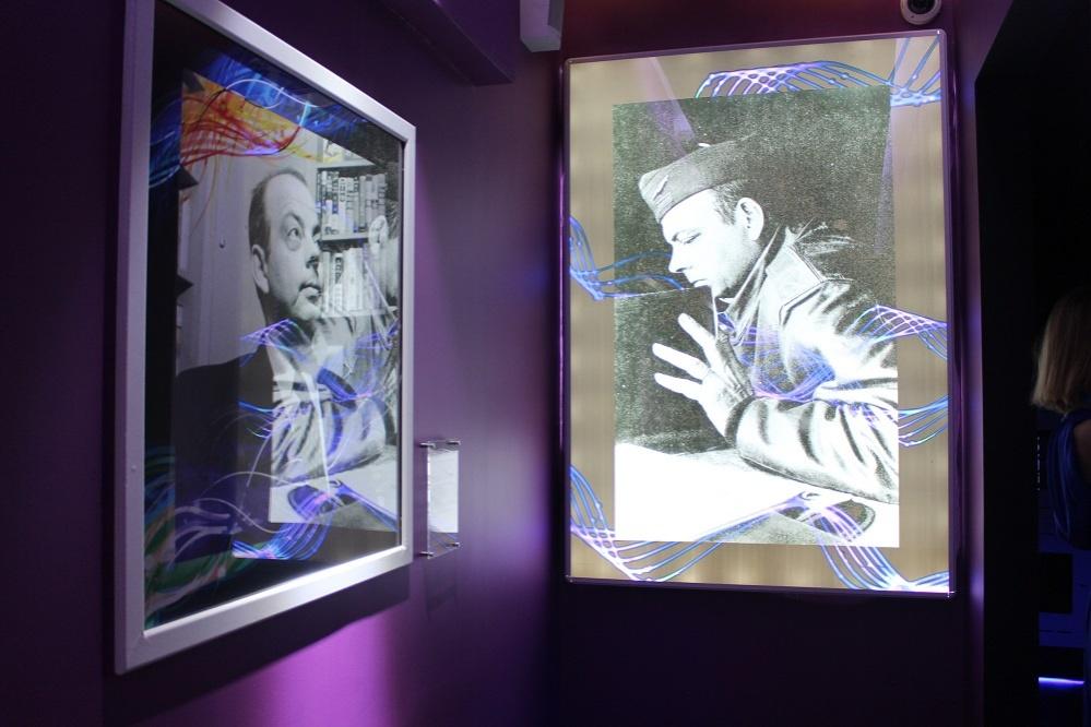 Павильон Франции украшен фото-галереями