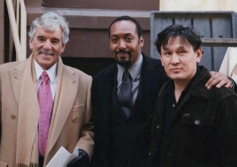 Берік Құлмамыров Джесси Л. Мартин (ортадағы) және Деннис Фаринамен (сол жақтағы) бірге