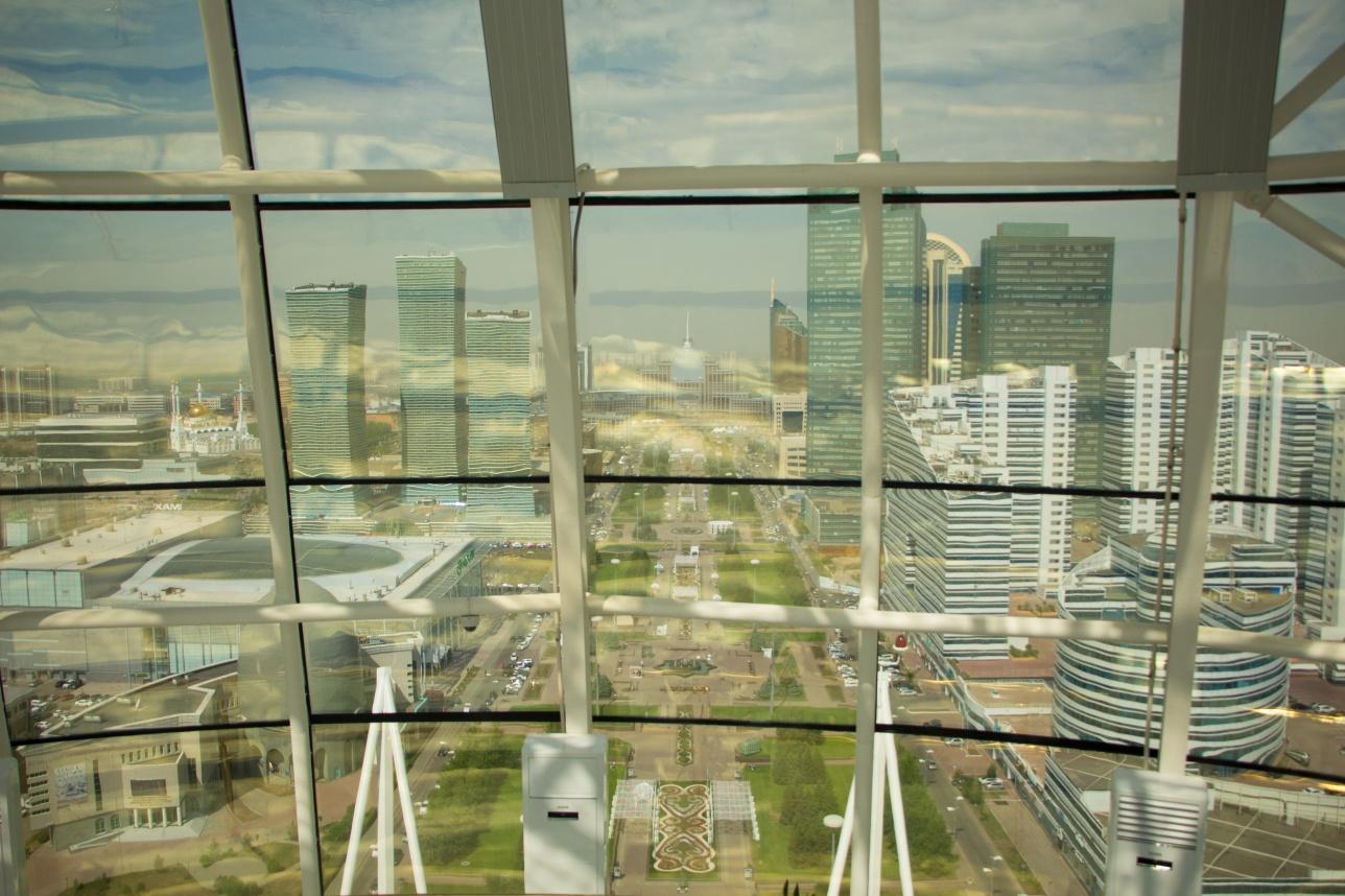 На отметке 97 метров открывается лучший панорамный вид на столицу Казахстана