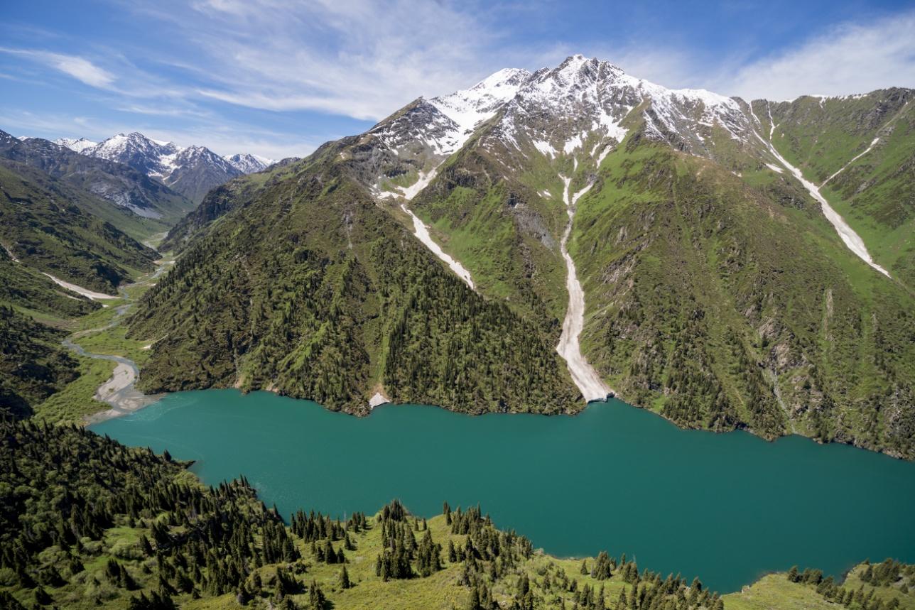 В Джунгарском Алатау расположено живописное озеро Жасылколь