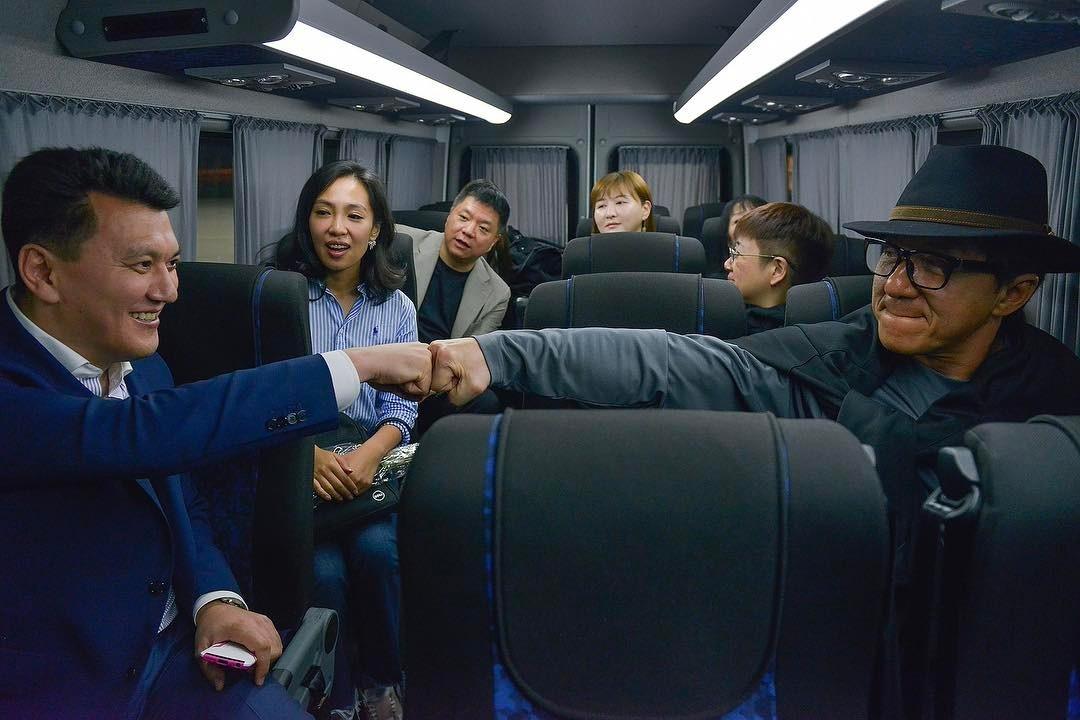 Джеки Чан с новыми казахстанскими друзьями