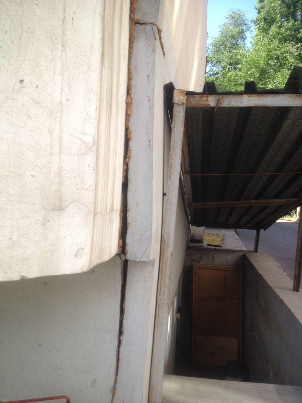 Жители многоэтажки предполагают, что здание может обрушиться