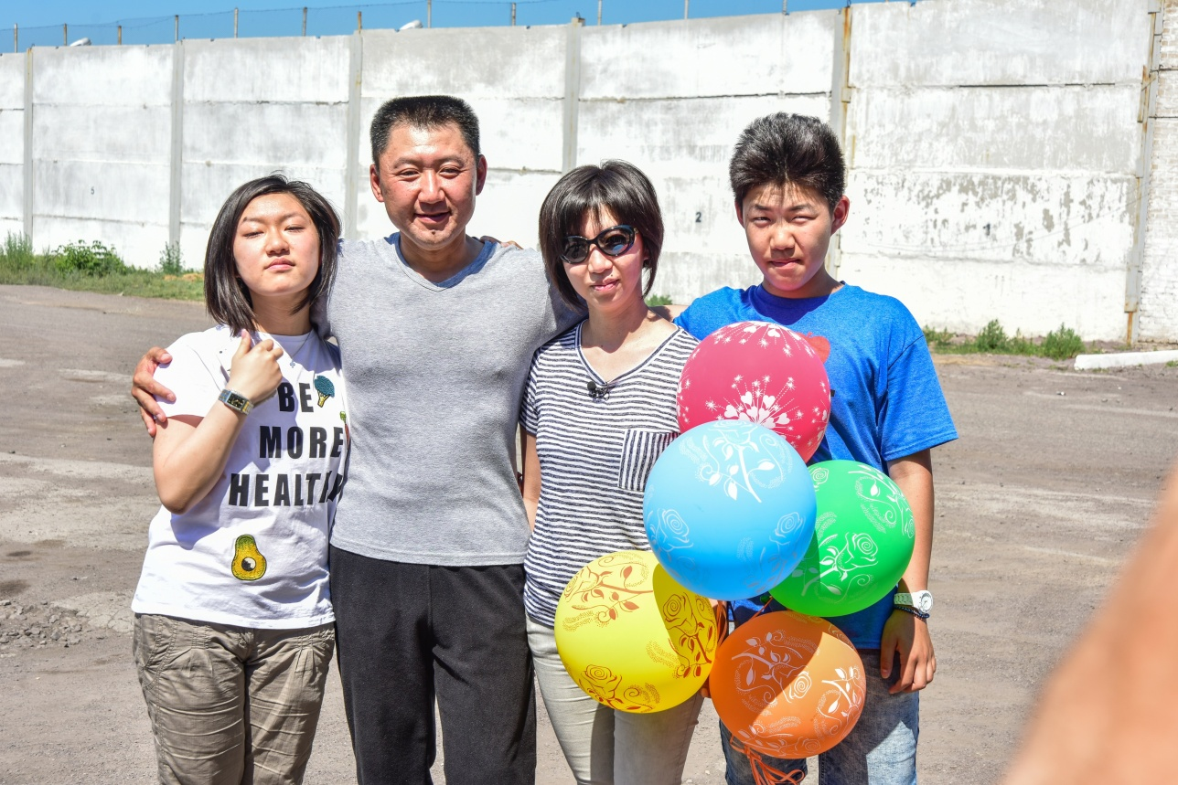 Юрий Пак с семьёй