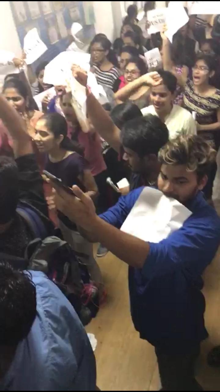 Акция протеста студентов из Индии и Иордании в КазНМУ