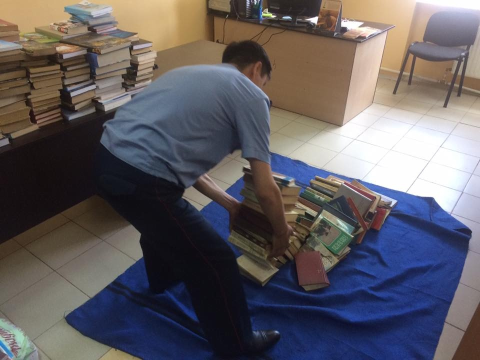602 книги привезли в приёмник-распределитель для столичных бомжей