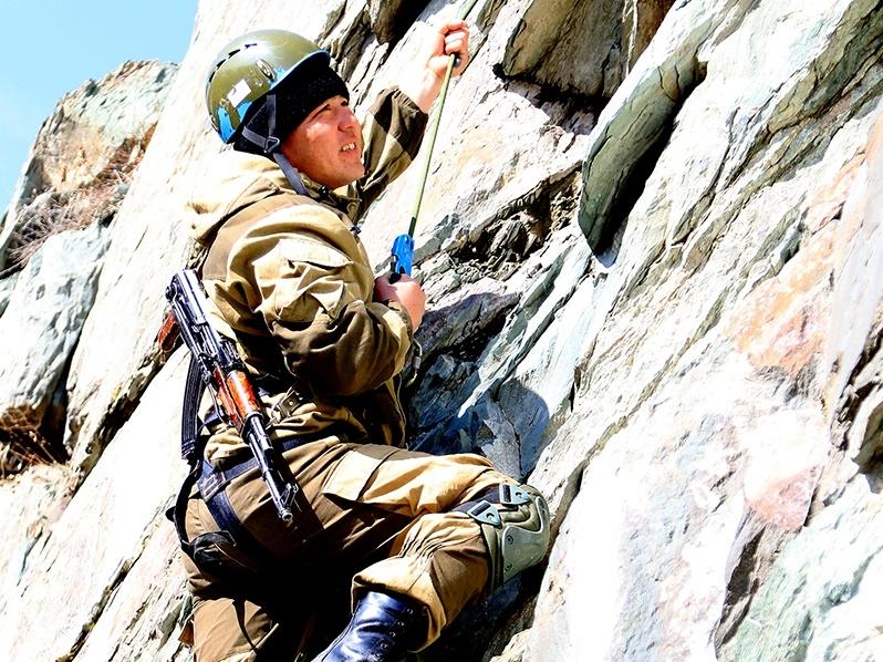 Военные альпинисты тренируются в горах Заилийского Алатау