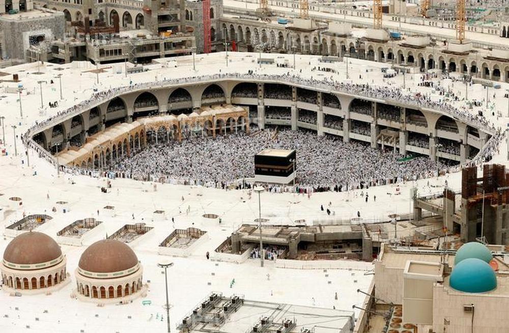 Заповедная мечеть в Мекке, где хранится главная святыня мусульман - Кааба